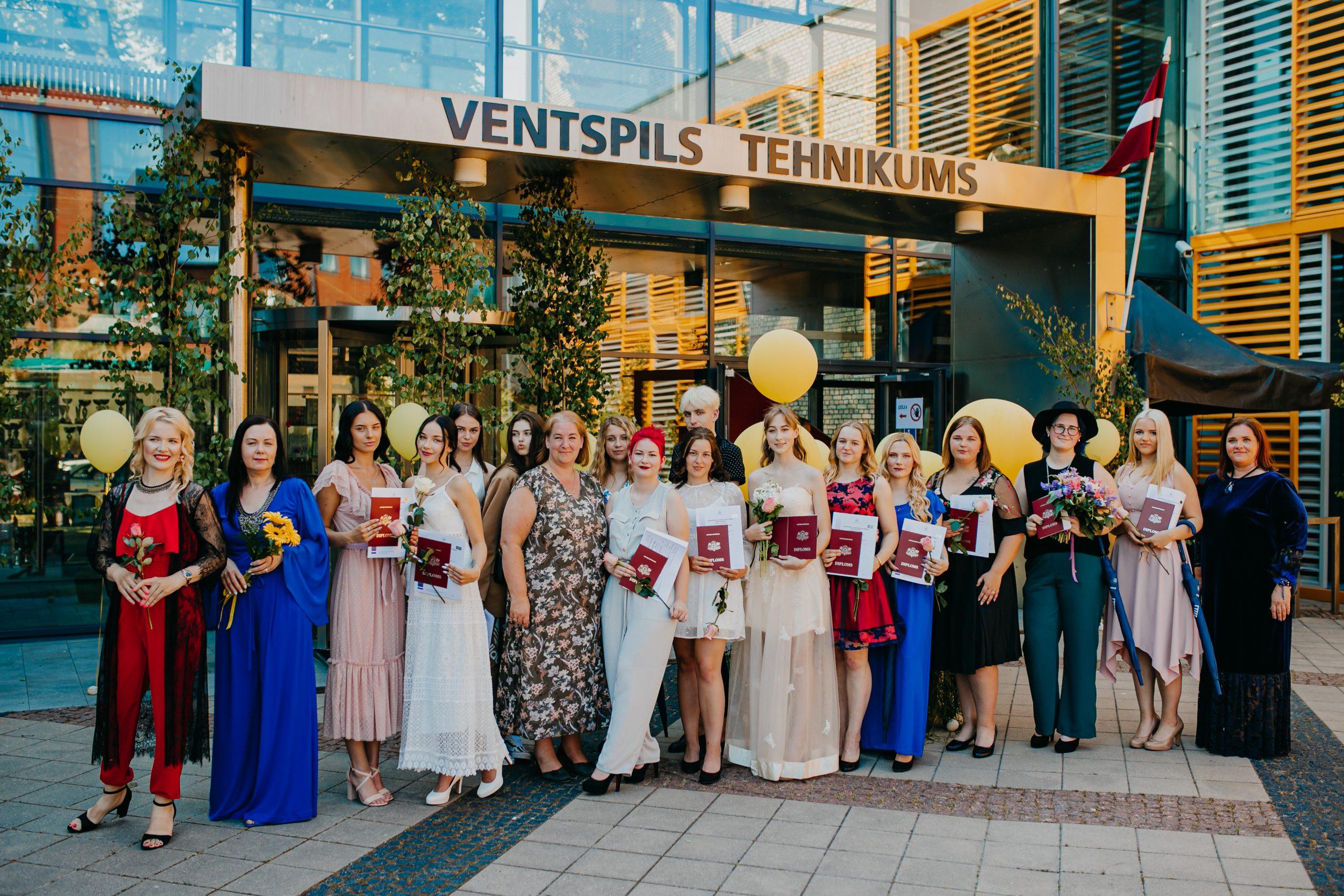 Ventspils Tehnikumā diplomus iegūst 150 jaunie profesionāļi