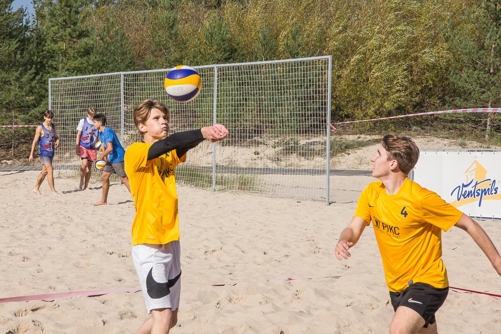 Aizvadīts pludmales volejbola turnīrs Ventspils vidusskolu grupā