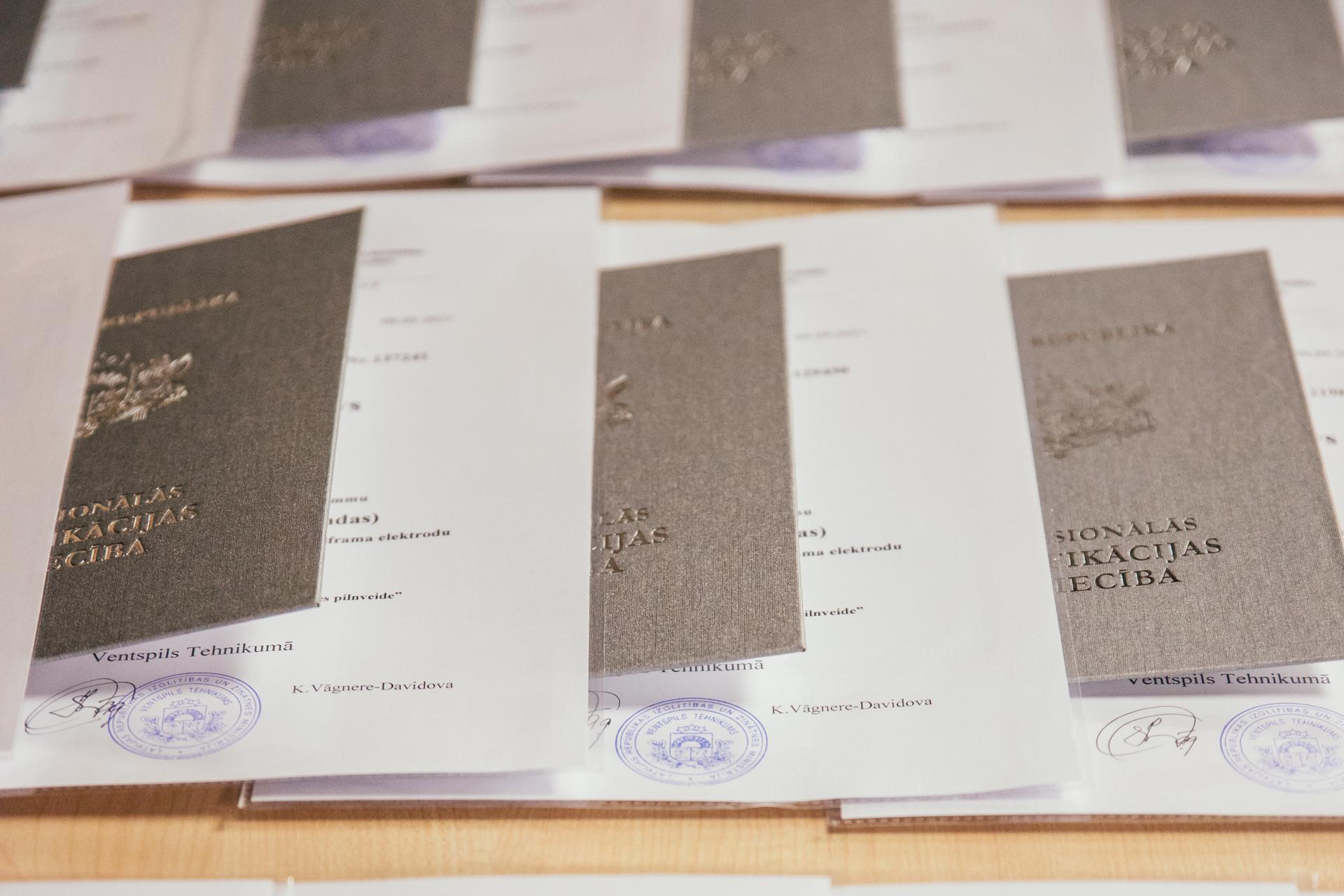 Ventspils Tehnikumā kvalifikācijas apliecības ieguvuši metālapstrādes speciālisti